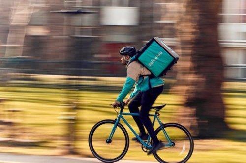 Ses livreurs deviendront salariés, Deliveroo préfère fuir
