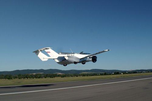 Une voiture volante a survolé la Slovaquie