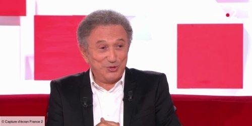 """Tu aimes les blondes ? Les brunes ? Les Ferrari ?"" : Michel Drucker évoque les propositions folles de Silvio Berlusconi (VIDEO)"