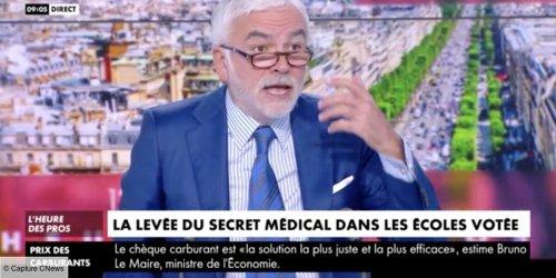 """""""Mais c'est une honte ! Un scandale ce pays !"""" : Pascal Praud très en colère dans L'heure des pros contre une loi du gouvernement sur le secret médical (VIDEO)"""