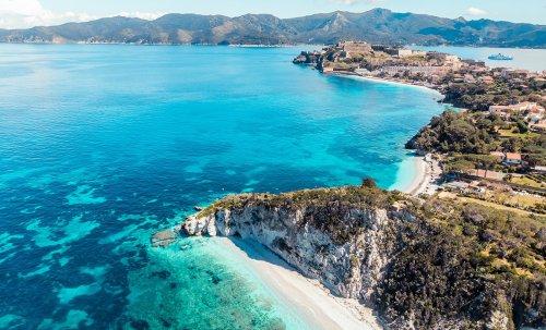 Tutti i motivi per cui le vacanze estive dovrebbero svolgersi in questa isola italiana