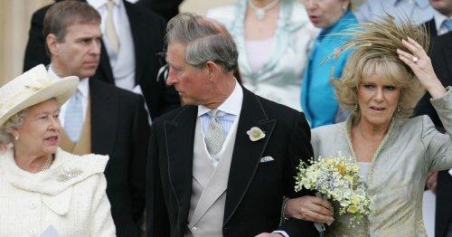 Warum die Queen bei Charles & Camillas Hochzeit weiß trug