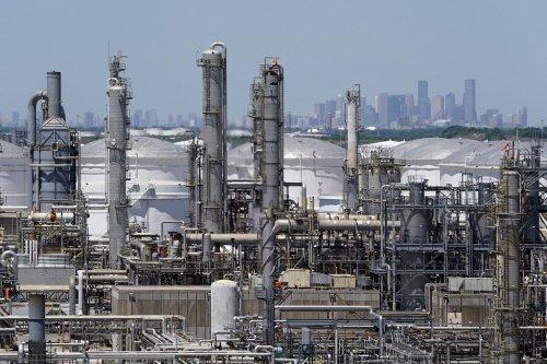 The DCCC's Top Bundler Is an Oil Lobbyist