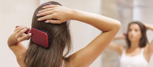 Le geste culte : comment adopter « les 100 coups de brosse » des sœurs Carita