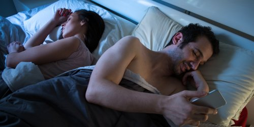 """Study finds a psychological phenomenon called """"alternative monitoring"""" predicts infidelity and break-up"""
