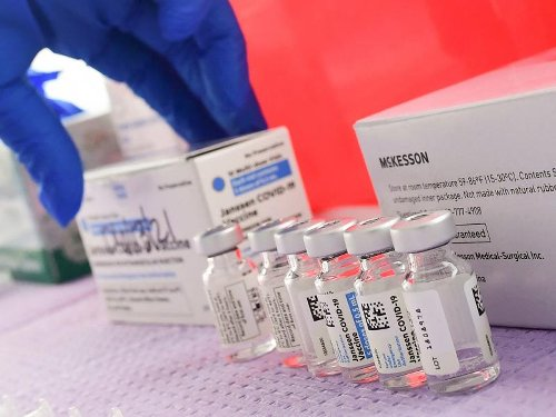 U.S. Health Officials Continue Pause Of Johnson & Johnson Vaccine