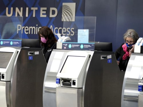 United Airlines must delay its vaccine mandate for workers seeking an exemption