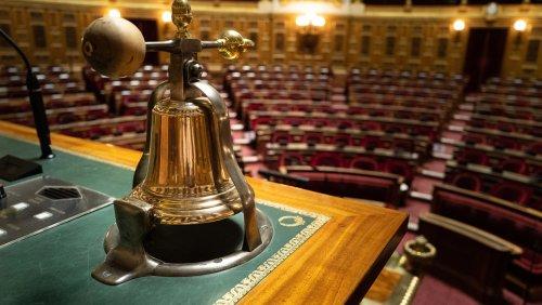 Passe sanitaire : les sénateurs dénoncent un texte adopté « un pistolet sur la tempe »