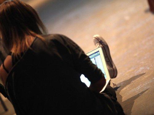 Reul dringt auf Identifizierungspflicht für Social-Media-Nutzer