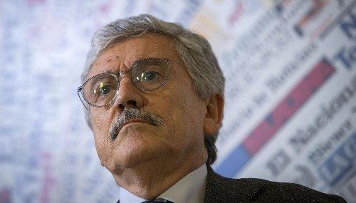 Il nome di D'Alema nell'inchiesta sulle mascherine: cosa c'entra per i giudici