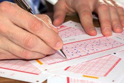Lotto e Superenalotto, estrazioni di Oggi sabato 17 aprile 2021: numeri e combinazione vincente