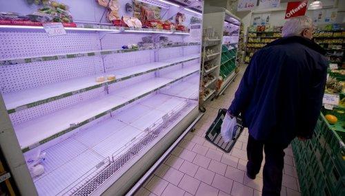 Fare la scorta di cibo ci penalizza: cosa sta accadendo nei supermercati