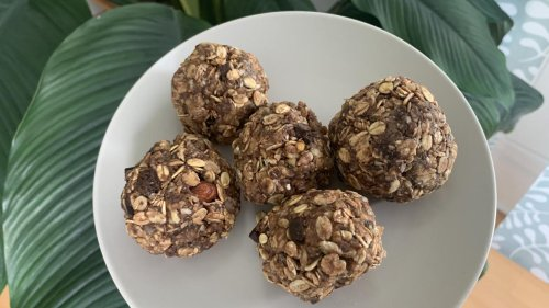 How To Make Protein-Filled Chocolate-Peanut Butter Oat Balls   No-Bake Healthy Snack