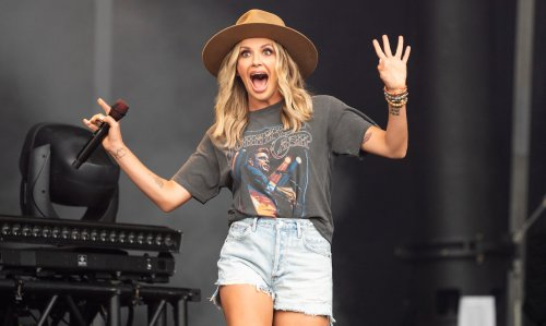 Carly Pearce is all of us when asked about social distancing and street meat
