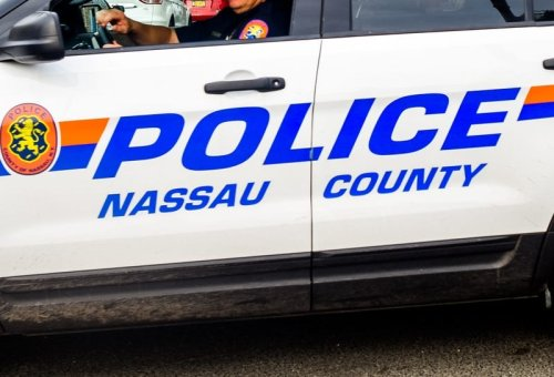 Police: Queens man pretended to be NYPD officer during Long Island traffic stop