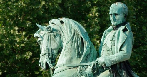 Rouen : La statue de Napoléon remplacée par celle de Gisèle Halimi ?