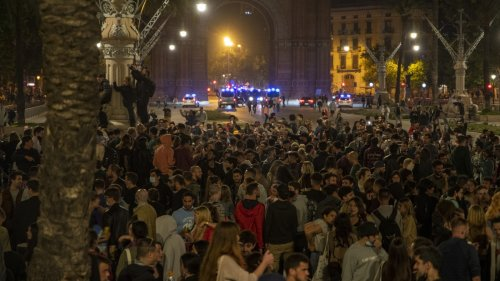 Street parties across Spain after Covid curfew ends