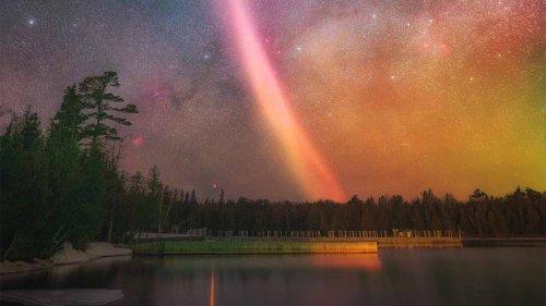 APOD/NASA: Copper Harbor Üzerinde STEVE