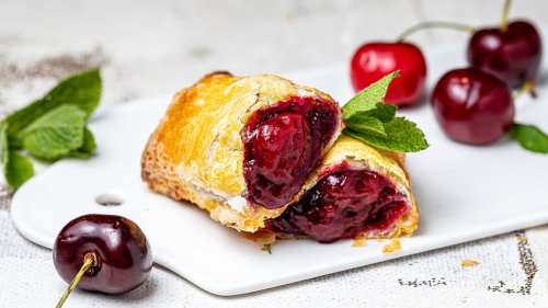 How a Russian might bake a mouthwatering cherry pie à la McDonald's (RECIPE)