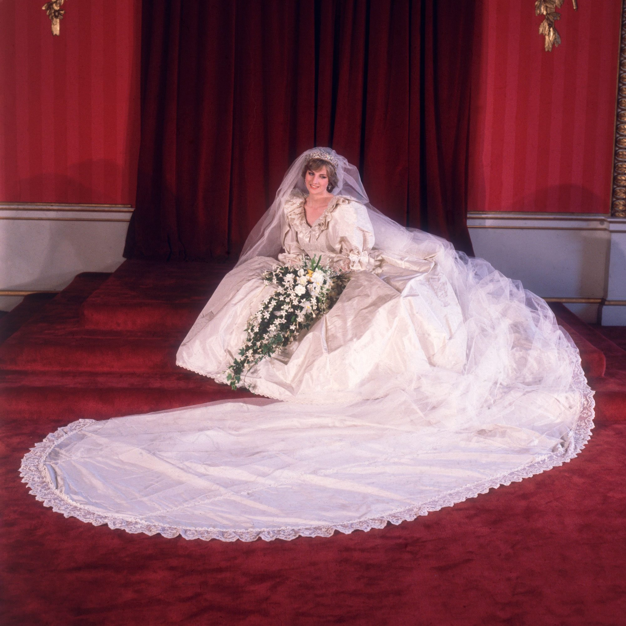 All the Details About Princess Diana's Wedding Dress