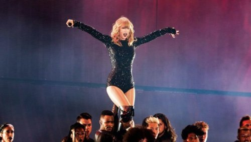 Taylor Swift Reportedly Sells Chic Beverly Hills Home for $2.65M
