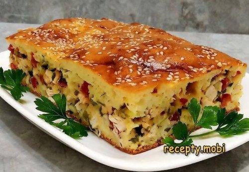 Заливной пирог с мясом, помидорами, сыром и зеленью