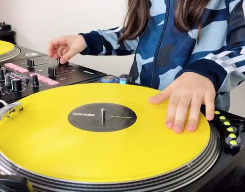 r/toptalent - 8 year old DJ Michelle doing a little mix with Stevie Wonders, Superstition.