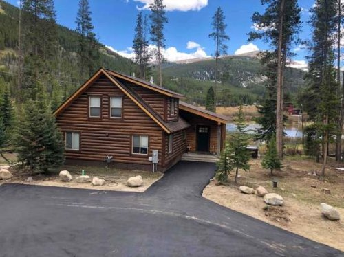 10 Vacation Rentals Near Ski Resorts to Snag Before They're Gone