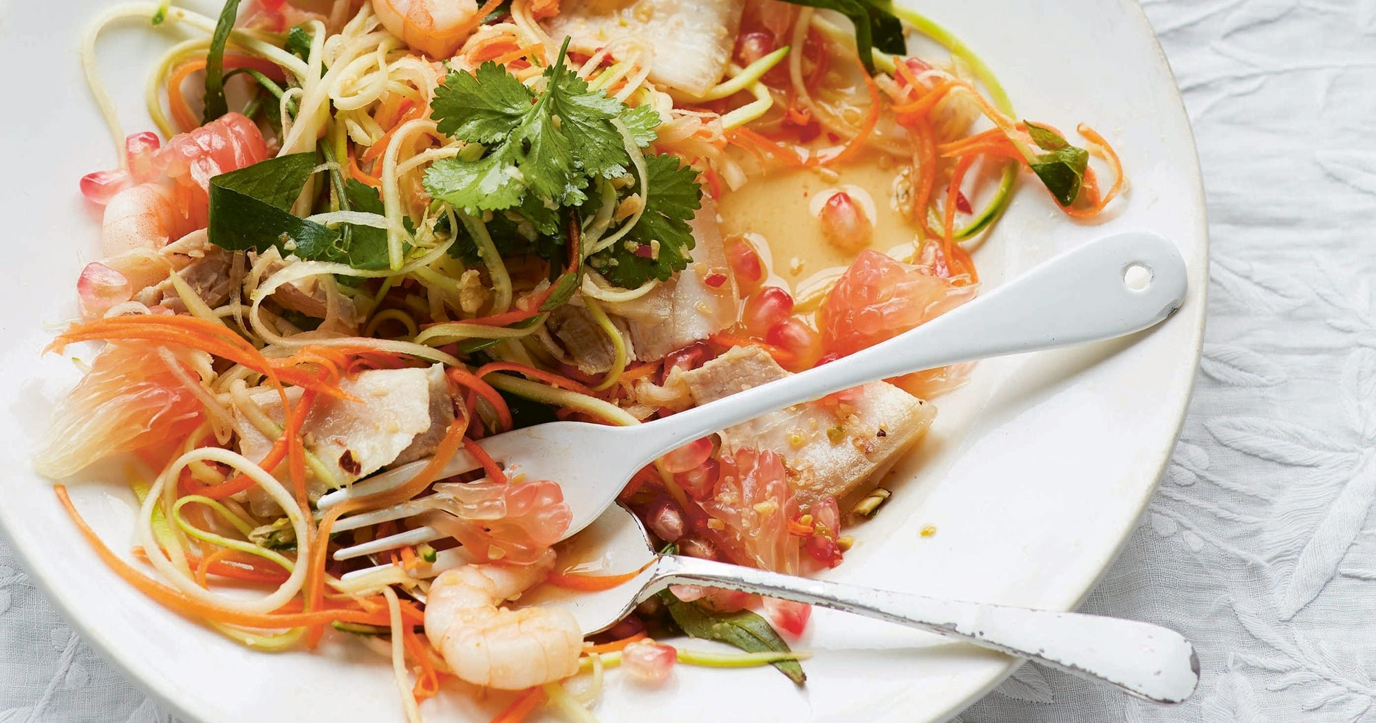 The Ultimate Guide to Making Amazing Salads - cover