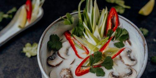Tom Kha Gai – thailändische Hühnersuppe mit Kokosmilch | Reisehappen