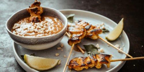Saté-Spieße mit Erdnuss-Sauce – Rezept aus Thailand | Reisehappen