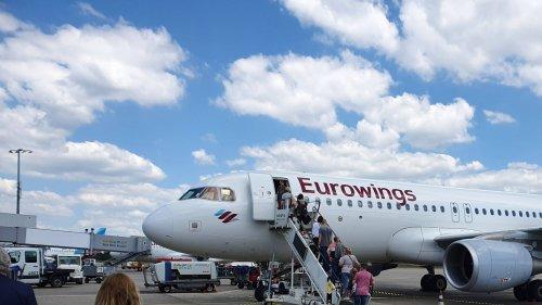 Bei diesen Airlines kostet Handgepäck an Bord extra