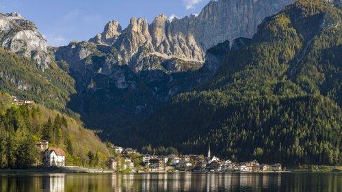 Lago di Alleghe: Touristenort mit tragischer Geschichte