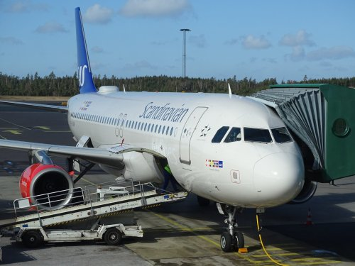 SAS schafft Maskenpflicht auf Flügen innerhalb von Skandinavien ab