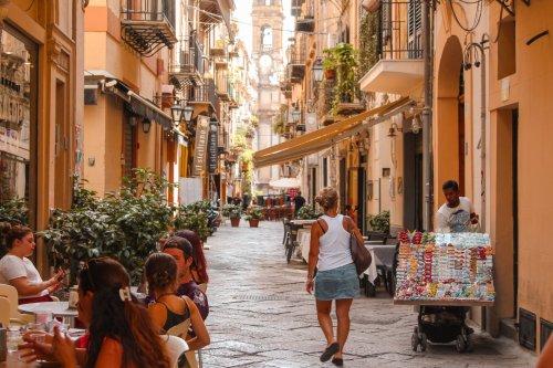Italien hebt Maskenpflicht Ende Juni im Freien auf