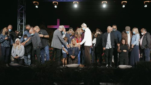 Saddleback ordains 3 women, leading to another Mother's Day dust-up over women pastors