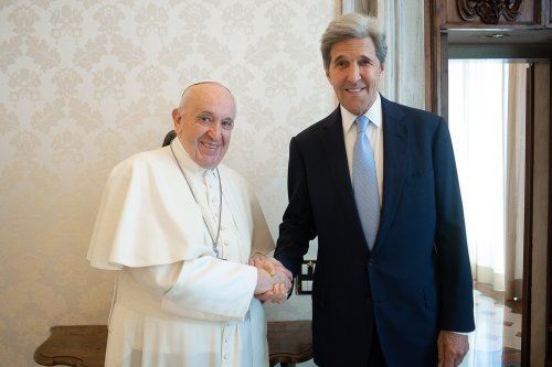 At Vatican, Kerry appeals to pope's 'moral authority' to combat climate change