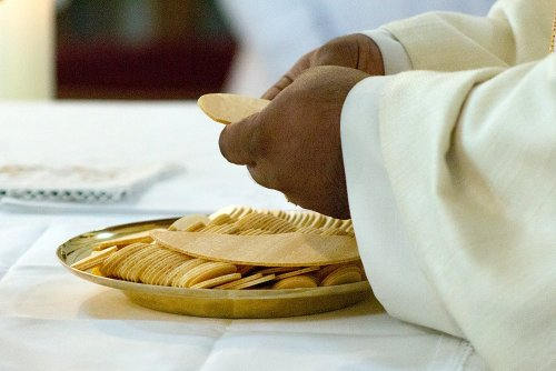 Calls to deny Communion to Biden for abortion views prompt Catholic soul-searching