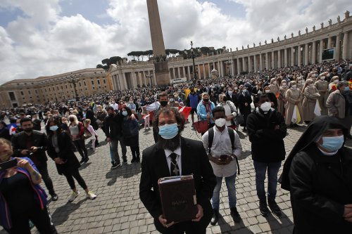 With new ministry of catechist, Pope Francis widens role for lay Catholics