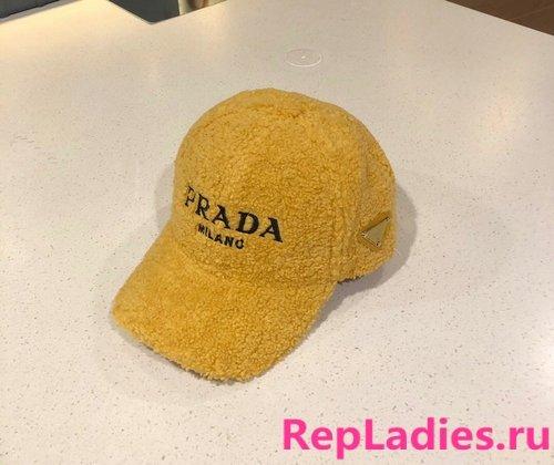 Prada hat (cap) Simple fashion plush baseball cap autumn and winter warm baseball cap