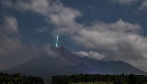 Meteor falls from sky and crashes into Indonesian volcano, watch spectacular video