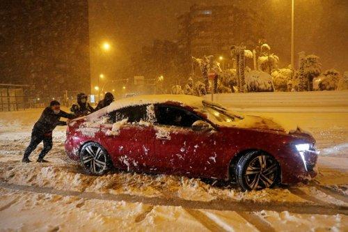 Rare snowstorm closes Madrid airport, creates travel chaos