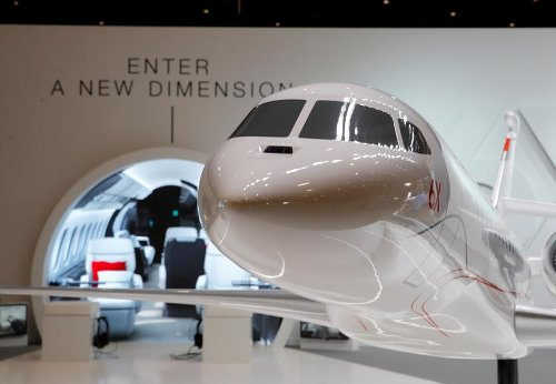 Dassault to unveil business jet, sees lower deliveries