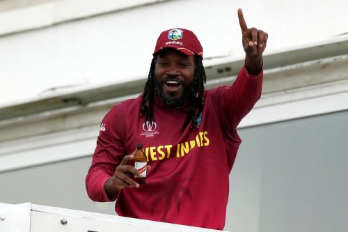 Gayle first to hit 1,000 T20 sixes, loses cool after falling on 99