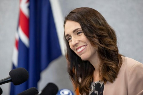 アーダーン首相、NZで過去100年で最も人気