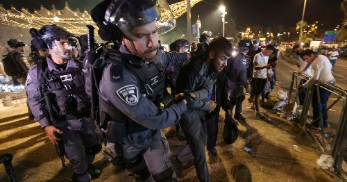 Clashes, prayers in Jerusalem on Muslim Laylat al-Qadr