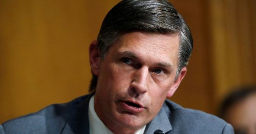 U.S. senator floats bill to aid states hit by federal oil leasing pause