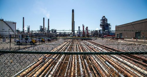 Canadian lawmakers call for action from U.S., Canadian leaders in pipeline dispute