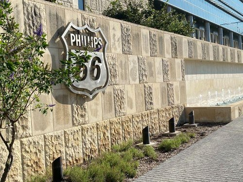 Phillips 66 warns U.S. winter storm pushing first-quarter loss past forecast
