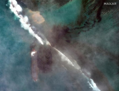 Oil spill threatens ecological disaster as Mauritius declares emergency